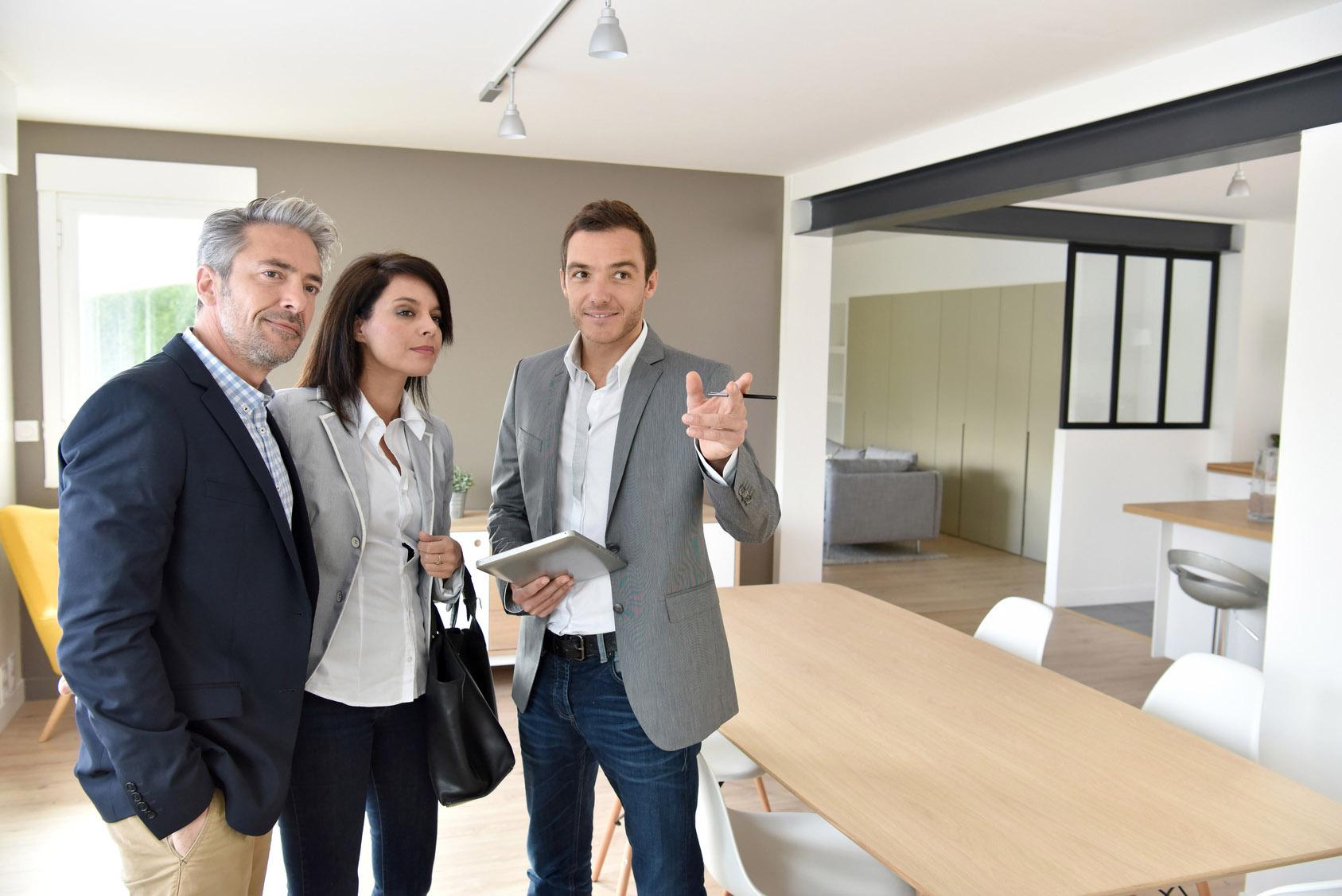 Agent immobilier agente immobili re m tier tudes for Com agent immobilier