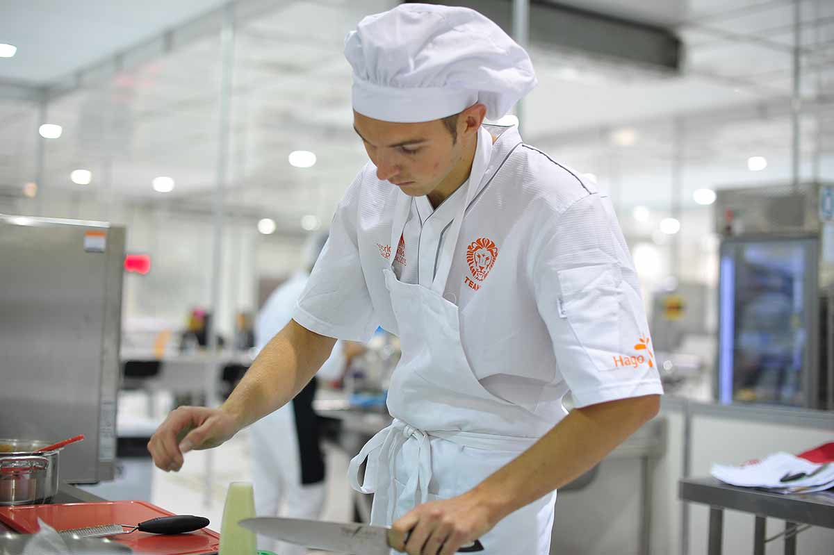 Commis commise de cuisine m tier tudes dipl mes for Salaire d un commis de cuisine