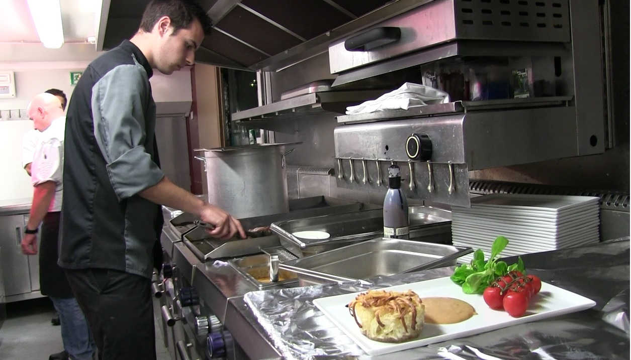 cuisinier bord d 39 un bateau le m tier original de kevin
