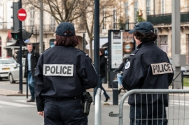 La police attire de plus en plus