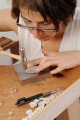 Le métier de bijoutier-joaillier exige un long temps d'apprentissage