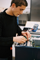 Technicien électronicien / technicienne électronicienne