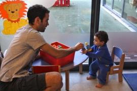 Ronan ducateur de jeunes enfants un homme la cr che for Educateur de jeunes enfants