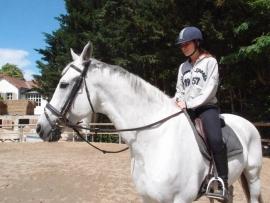 Un moniteur d'équitation ne passe pas ses journées à cheval !