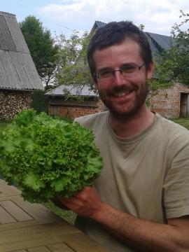 Créer une entreprise en Normandie : le pari de Pierre, maraîcher bio, et Pithou, éleveur d'insectes