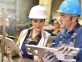 une femme et un homme dans une usine