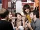 jeunes groupe café sourires