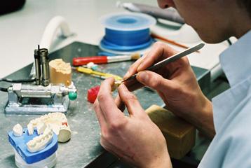 metier de prothesiste dentaire 25 ans d'expérience dans différentes régions dans différents pays  formations dans tous les domaines pour permettre au laboratoire de rester à la pointe de la technologie laboratoire développe une politique d l'atelier d'art dentaire bellaire 30 avenue des 2 fontaines 57050 metz.