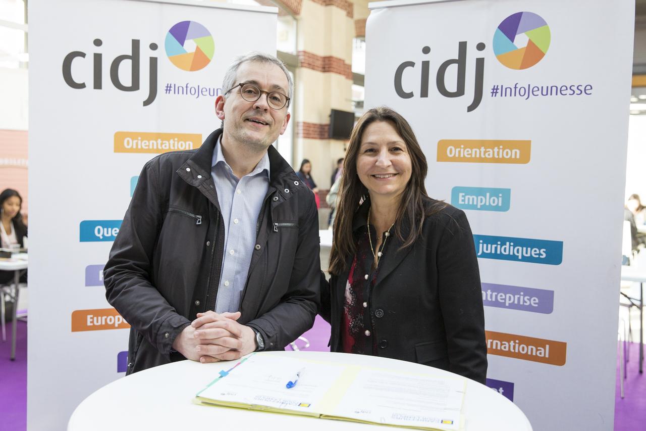 Convention de partenariat renouvelée entre le CIDJ et Carrefours pour l'emploi