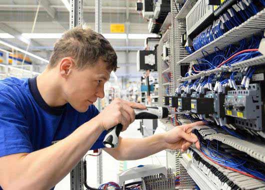 Electricien Electricienne De Maintenance Métier études