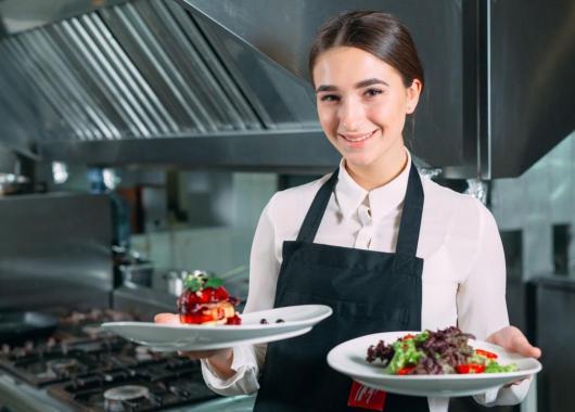 Une apprentie cuisinière