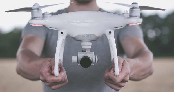 pilote de drone m tier tudes dipl mes salaire formation cidj